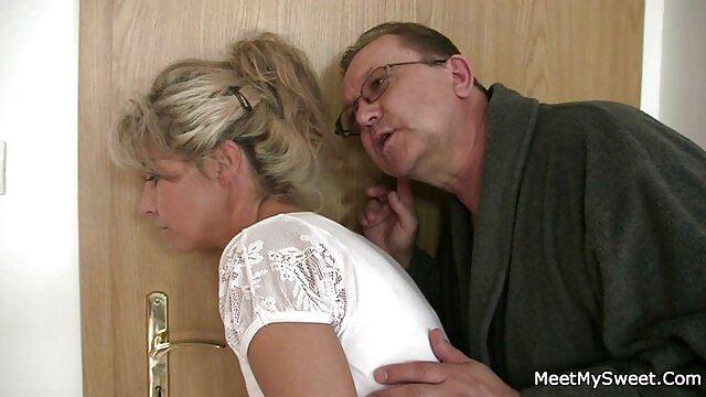 راه اندازی سکس مادر تو حمام اعضای عامل در الاغ.