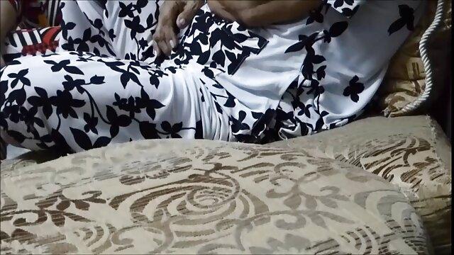 سینه های خنک سکس کردن با مامان