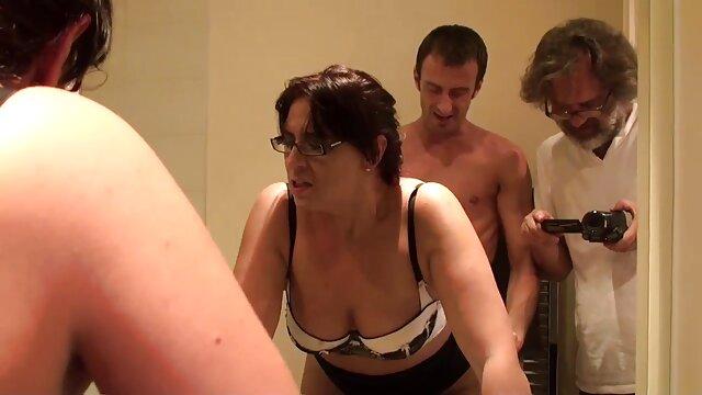 دوست دختر بعد کارتون کون مامان از قرار ملاقات در حمام عشق می کند.