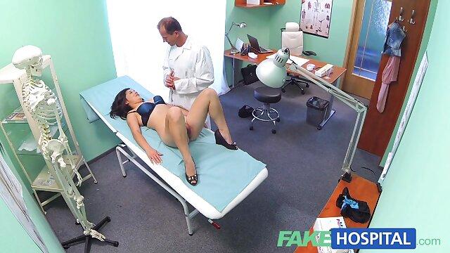 پرستار رابطه جنسی مقعدی انجام می دهد. داستان سکسی تصویری سکس با مامان
