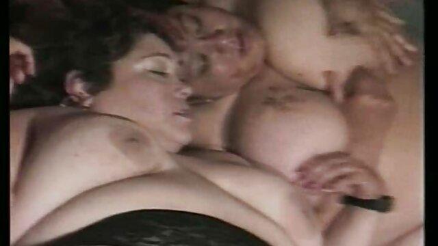 با سوپر مادر دختر دو دختر رابطه جنسی برقرار کنید.