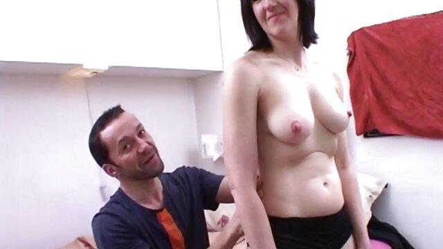 سامانتا لیلی سینه های زیبا خود کون داغ مامان را نشان می دهد.