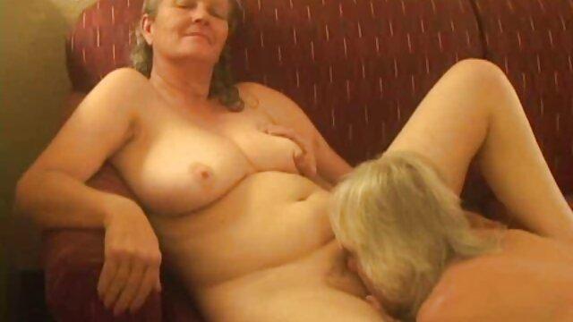 اتفاقی که در طول رابطه جنسی سکس زوری با مادر مقعد و از blowjob رخ می دهد.